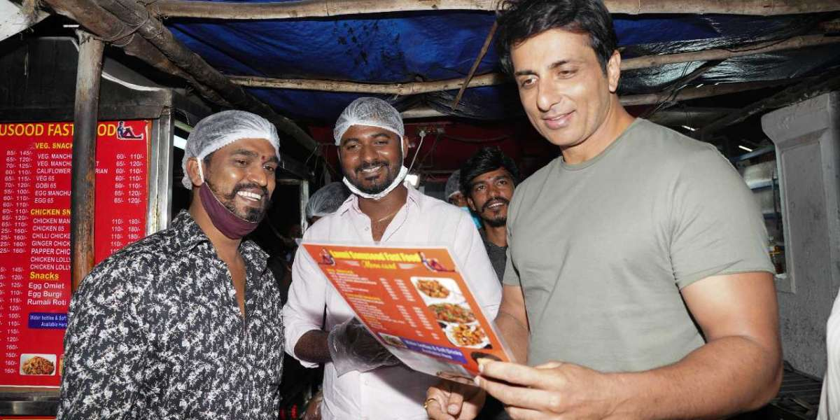 Sonu sood surprised his fan by visiting his roadside shop